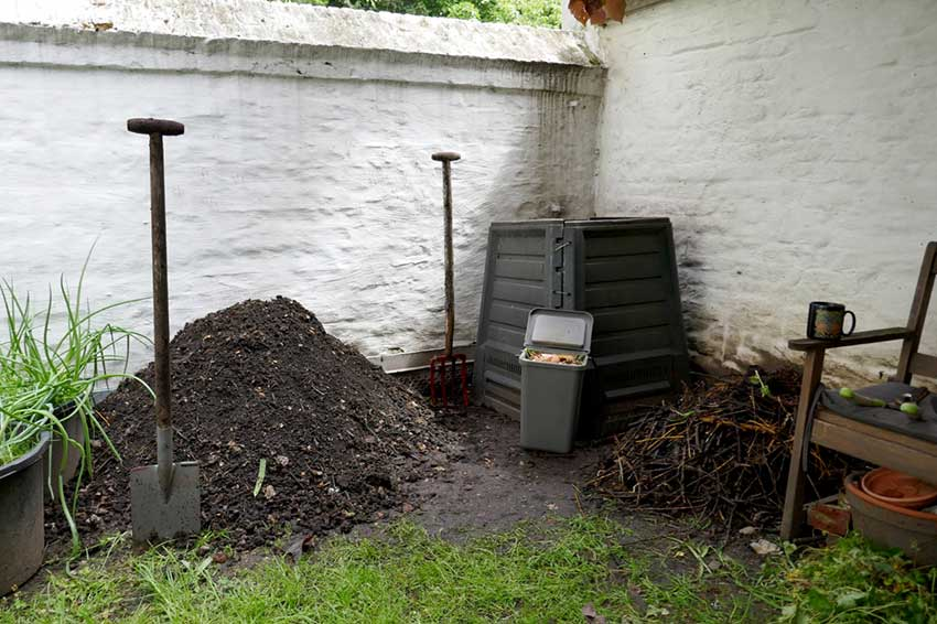 Starting summer with compost and a compost bin