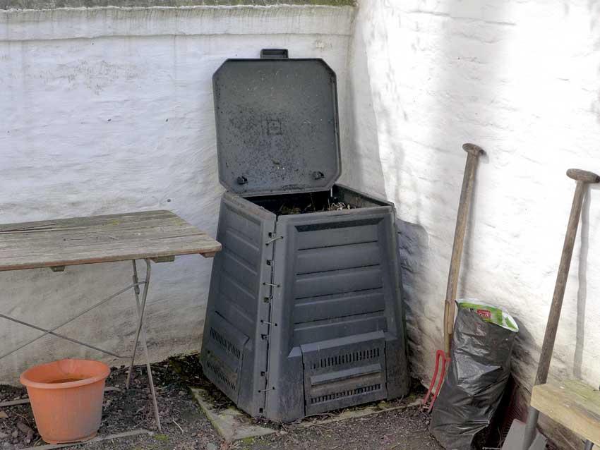 Garden composting has a rhythm to it