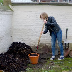 Removing ready compost